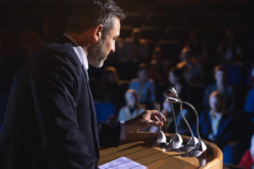 Comment apprendre et maîtriser l'art oratoire (communication)