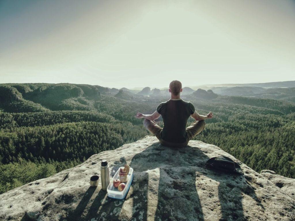 Comment apprendre la technique de méditation transcendantale?