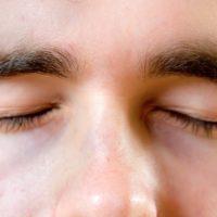 Comment arrêter le clignement permanent des yeux?