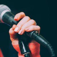 Comment chanter sans forcer pour ne pas se casser la voix?