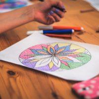 Comment dessiner et colorier un mandala?
