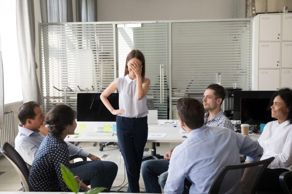 Comment ne pas rougir en réunion (timidité)