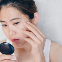 Comment nettoyer et hydrater une peau grasse?