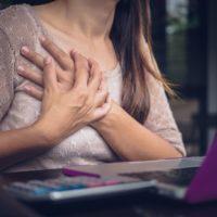 Comment soulager et arrêter un pincement au coeur?