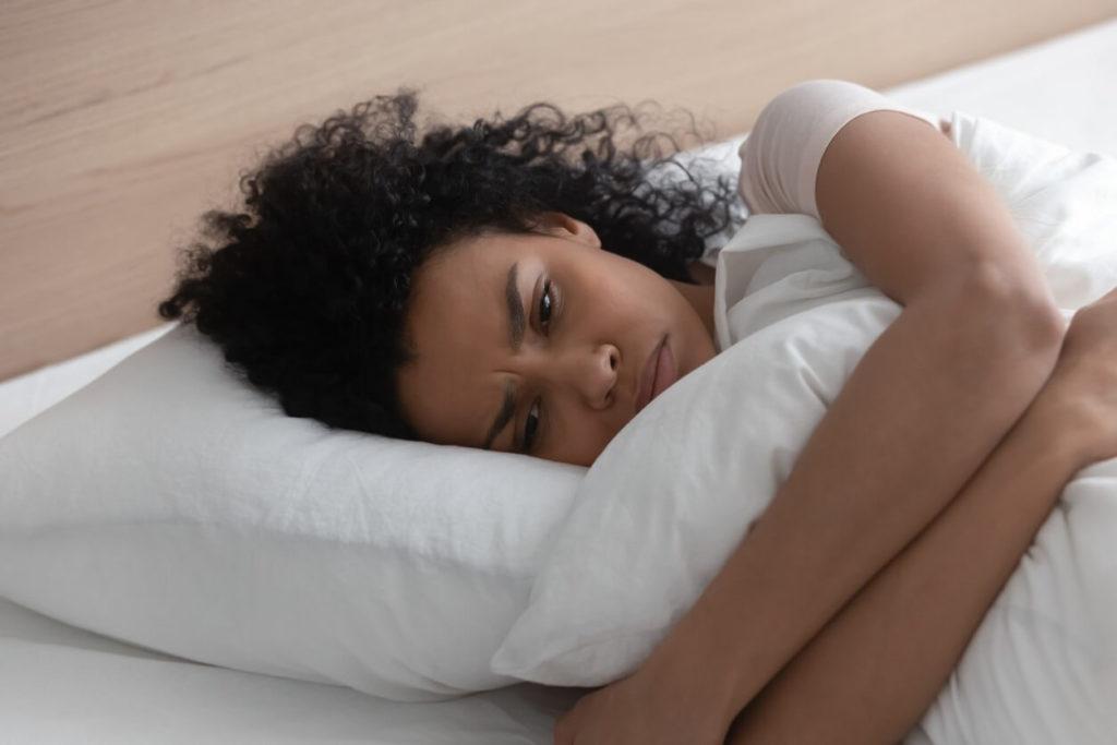 Comment vaincre la peur de dormir seul