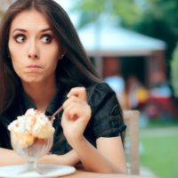 Comment vaincre la peur de manger en public avec les autres?