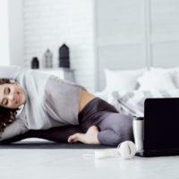Formation professeur de yoga: comment se former sur Internet?